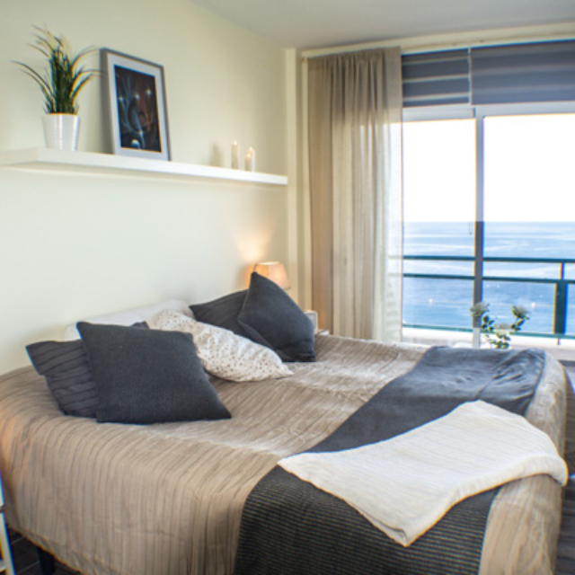 Bedroom w seaview